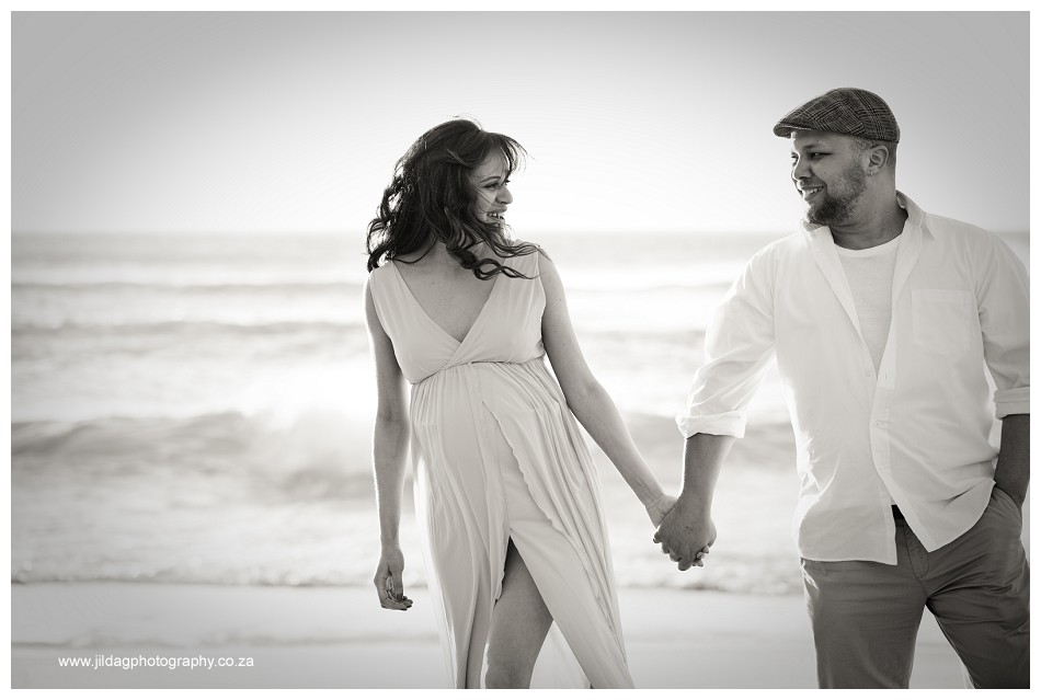 Maternity beach shoot - Jilda G Photography - pregnancy twins (18)