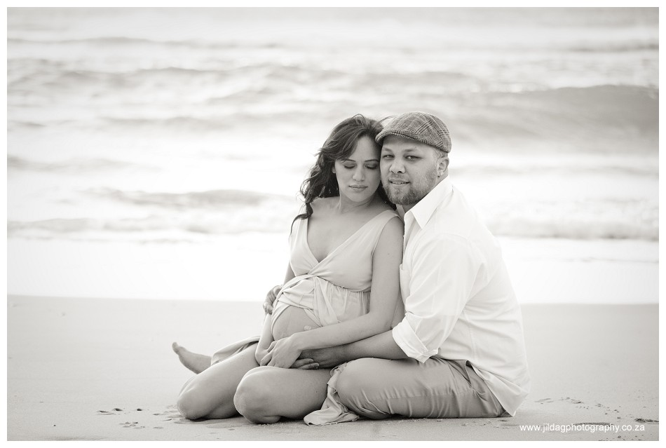 Maternity beach shoot - Jilda G Photography - pregnancy twins (30)