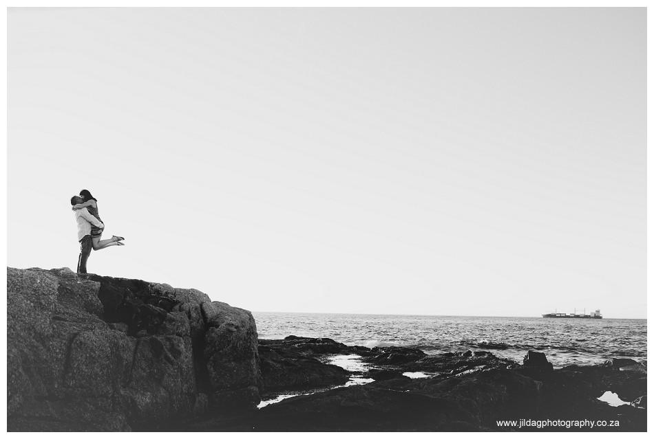 Beach engagment - Camps bay - wedding ring - Jilda G Photography (16)
