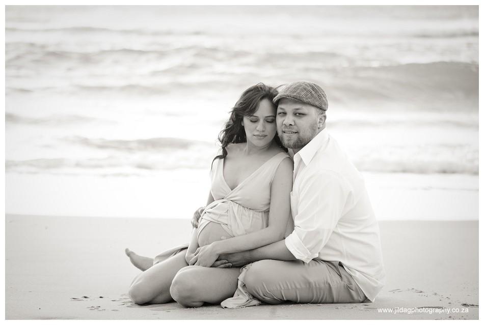 Maternity beach shoot - Jilda G Photography - pregnancy twins (30)
